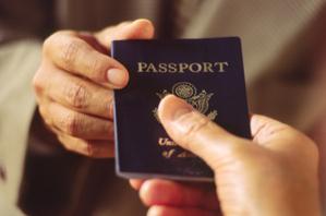 曹长青:中共专制特色 以护照签证迫害国人