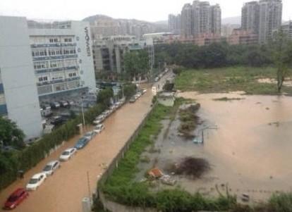 深圳暴雨成灾 100多处水浸 2人死亡