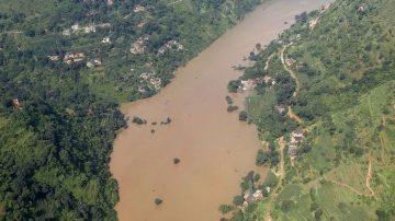 云南地震灾区泥石流 整个村被冲走