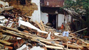 云南地震灾区发出尸臭味恐爆发瘟疫