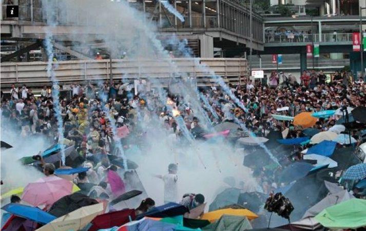 佔中如戰場 香港無懼鎮壓掀開「雨傘革命」