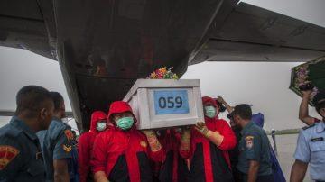 抵亚航机身不得进 潜水员再寻获4遗体