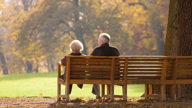 月費陡涨700元 为住老人护理院 加老夫妻们被迫离婚