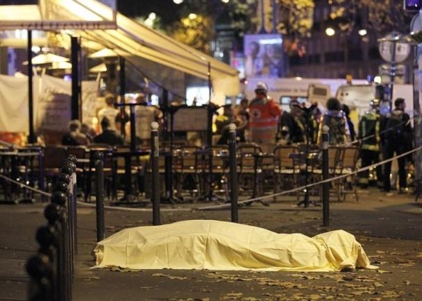 巴黎恐袭 枪手身份曝光 法航母出动打击IS