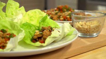 【美食天堂】鸡肉生菜包和青椒红椒 | 圣诞节快乐食谱 |