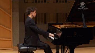 17歲鋼琴選手:愛古典音樂 不隨波逐流