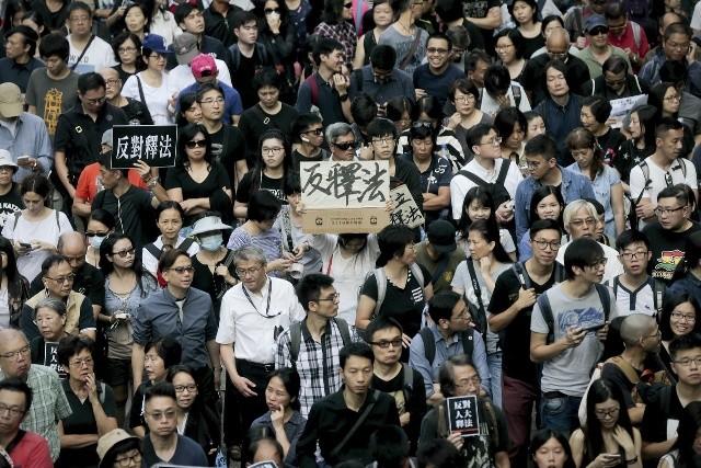 香港萬人大遊行反釋法 港媒揭張德江欲重演「雨傘運動」