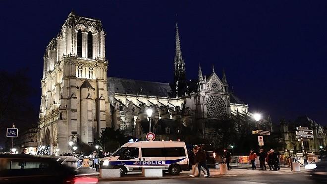 平安夜反恐维安升级 欧洲各国荷武警力布署教堂外
