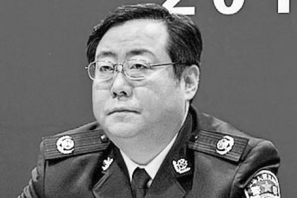 港媒:重庆公安局长何挺被抓 佯装签字伸手掏枪