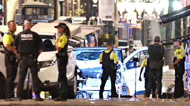 巴塞罗那恐袭 车撞观光人行道至少13死50伤(视频)