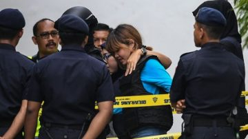 涉暗殺金正男 2女重兵押護出庭 均不認罪