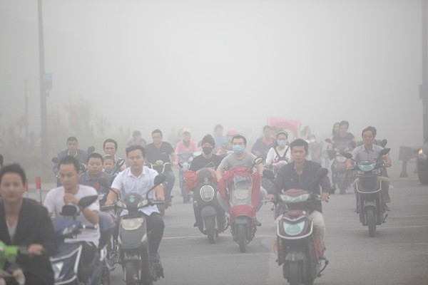 阴霾再袭北京等地 网友哀叹:令人窒息