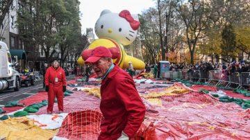 感恩节游行倒计时 卡通人物气球抢先看