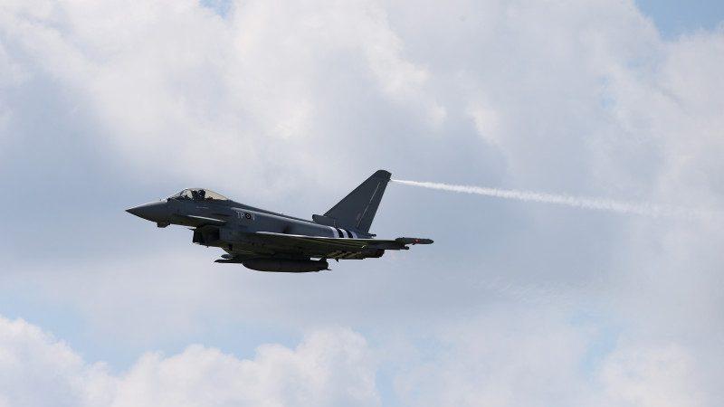 卡塔尔陷外交危机 斥巨资购台风、飙风战斗机