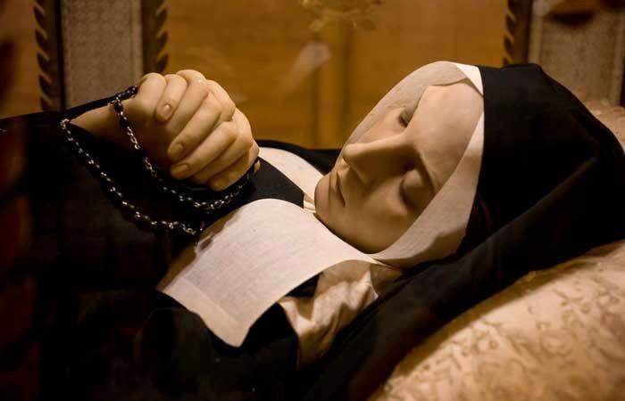 震驚科學家!法國聖女過世130多年「卻只像睡著一般」