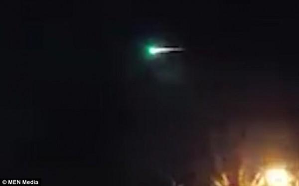 外星人也跨年?元旦前夕英國天空現神秘綠色火球