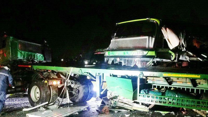 不忍卒睹!統聯撞上事故拖板車 駕駛當場亡