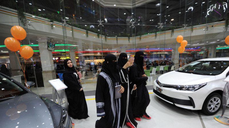 """嗅到庞大商机!车商专为沙特女性举办""""粉红车展"""""""