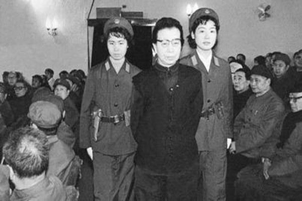 揭秘江青绝笔 自杀前仍留恋文革