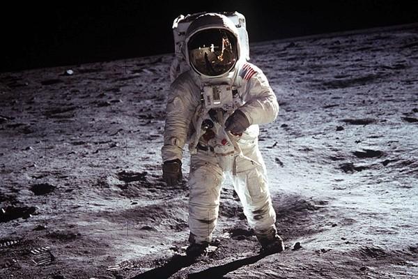 航空日誌揭秘:聽到上帝的警告 宇航員變外星人!