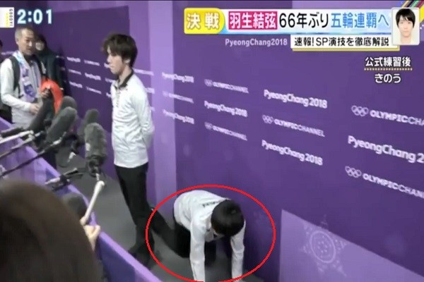 不搶後輩風采 日本滑冰王子「跪地爬行照」萌傳