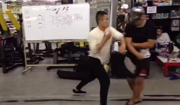 「格鬥教練」徐曉東3分鐘6次擊倒「詠春拳」丁浩(視頻)