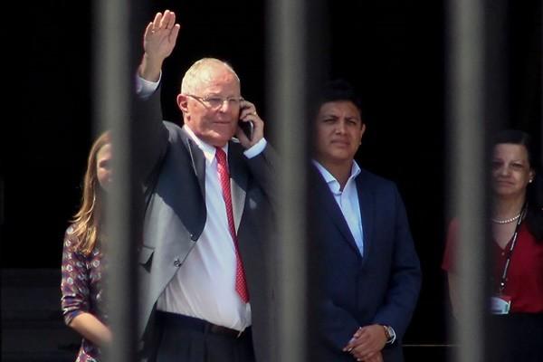 弹劾投票前一天 秘鲁总统宣布辞职