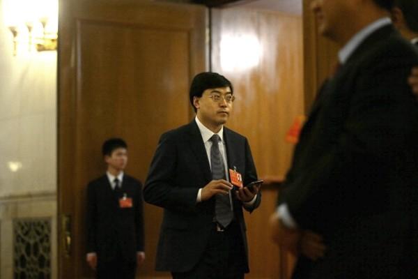 伊利集團董事長「逃往美國」內幕曝光