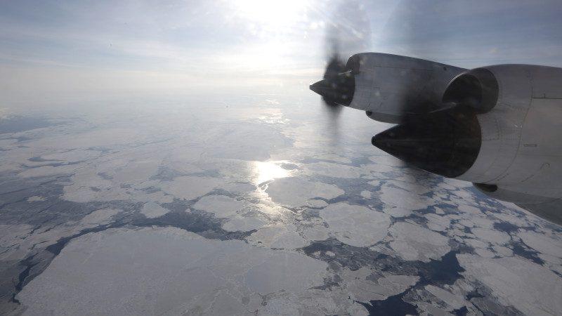 与外星人有关?北极冰层惊现奇怪洞穴