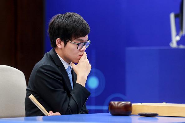 曾因慘敗於AlphaGo落淚 中國棋手柯潔將再戰AI