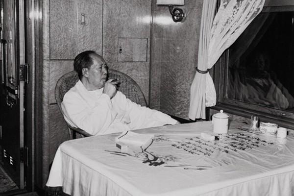 """揭秘1955年""""通天大案"""":毛泽东专列被击破"""