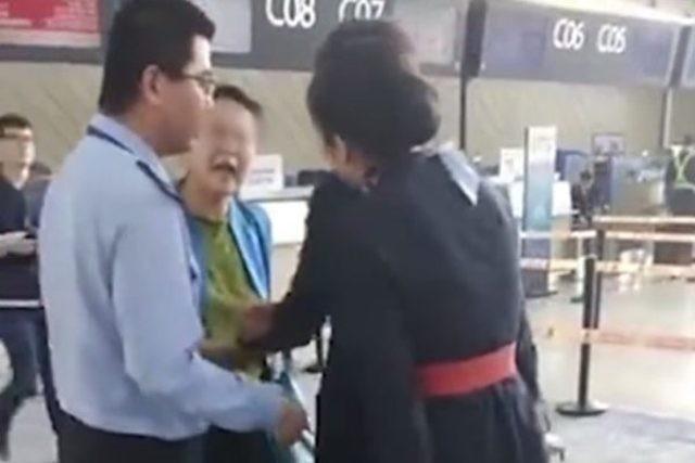 甘肅大學女教授誤機大鬧機場 欲掌摑地勤人員(視頻)