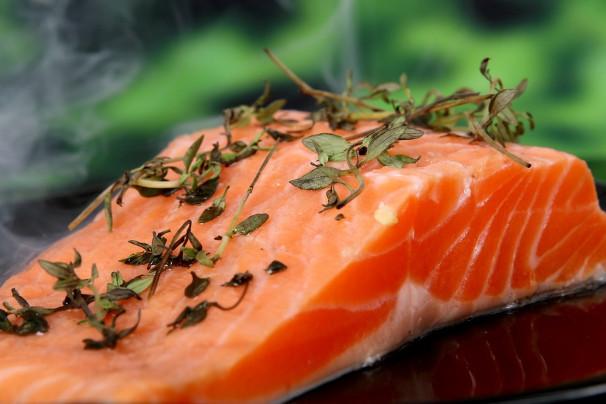 快速剔除魚刺小訣竅 吃魚更安全(視頻)