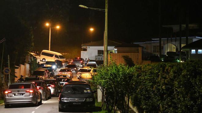 馬國警兵分5路 大陣仗漏夜搜索納吉布住處
