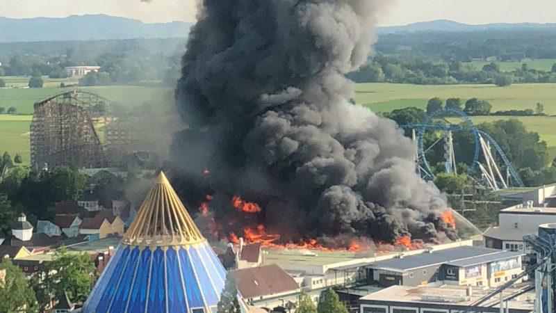 德國主題樂園驚傳大火 兇猛火勢濃煙遮蔽天空