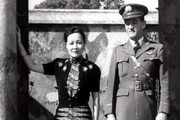 """中国空军史上唯一的女司令 竟然是""""第一夫人"""""""