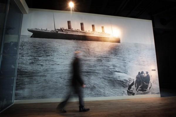 泰坦尼克号沉没前现惊异景像 人们呼喊同一句话(组图)