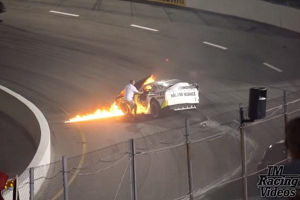 賽車失控起火 父不顧一切救兒 卻因這個原因遭處罰(視頻)