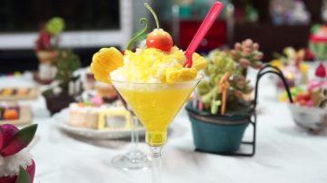 芒果冰沙、马卡龙 整桌甜点尽是纸黏土