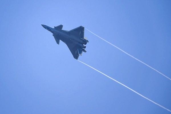 中共殲-20曾遇重大險情 俄媒諷「空中大母牛」