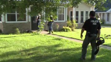 ICE执法行动 逮捕14名诈骗非法工人业主