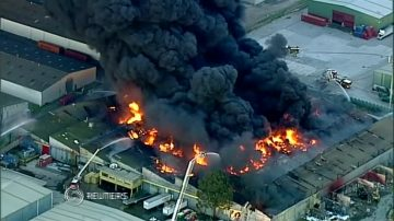 澳洲墨爾本工廠大火 冒大量毒濃煙