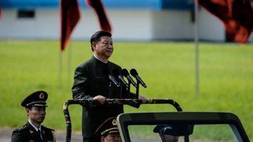 揭秘:中共军委主席为何不着军装不配军衔?