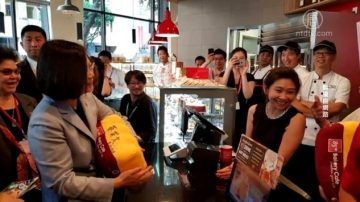 ChinaUncensored(中国解密):一家面包店 伤了中国百姓的感情?