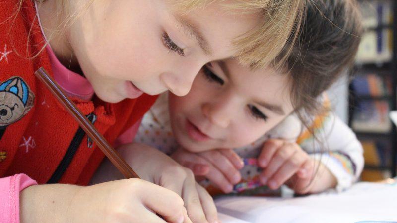 如何帮助孩子学业有成?父母可学这4招