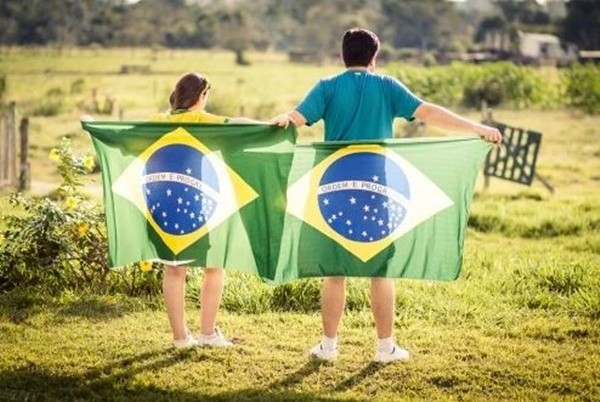 """巴西有个""""女儿村"""" 个个貌美如花 男人却望而止步"""