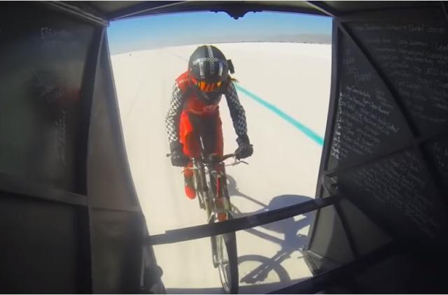 美國女子騎腳踏車飆出時速296公里世界紀錄(視頻)
