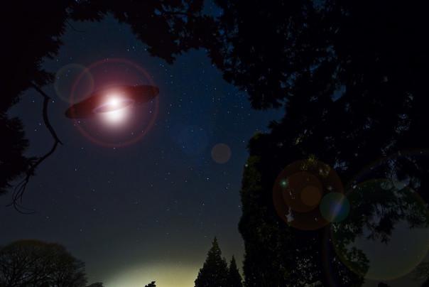 美国新泽西各地拍到UFO母舰 长达10分钟 气象学家无法解释(视频)