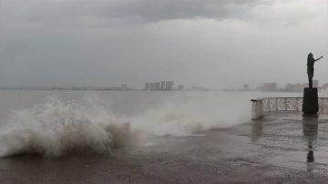 飓风威拉扫过墨西哥 周三减弱进内陆