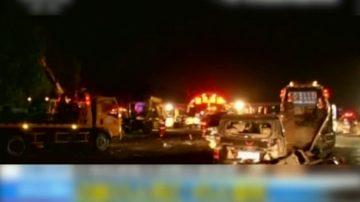 兰州高速重大撞车事故 15人死亡31车受损